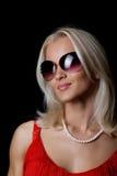 Attraktive glückliche blonde Frau Lizenzfreie Stockfotos