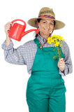 Attraktive glückliche Frau kleidete Gärtner Stockfotos
