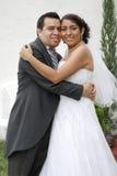 Attraktive hispanische Braut und Bräutigam Stockfotos