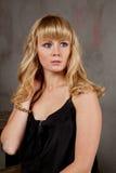Attraktive junge blonde Frau Stockbilder
