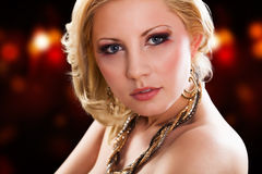 Attraktive junge blonde Frau Lizenzfreies Stockbild