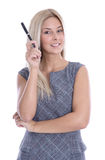 Attraktive junge blonde Geschäftsfrau, die mit einem Stift zeigt. Stockfotos