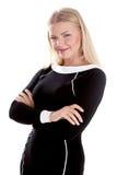 Attraktive junge blonde Geschäftsfrau, die mit ihren Armen gekreuzt steht Lizenzfreie Stockfotografie