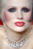 Attraktive junge Frau in der Moulin Rougeart Stockfotografie