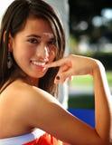 Attraktive junge Frau des Mischrennens stockfoto
