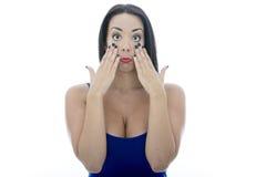 Attraktive junge Frau, die dumme Gesichter zieht Stockbild
