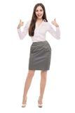 Attraktive junge Frau, die mit den Daumen oben steht Stockbild
