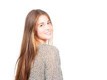 Attraktive junge Frau, die zurück schaut stockfotos