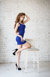 Attraktive junge Frau in einem sexy Kleid Stockfoto