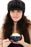 Attraktive junge Frau mit Reis und Ess-Stäbchen Stockbild