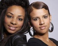 Attraktive junge Frauen lizenzfreie stockfotos