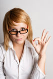 Attraktive junge Geschäftsfrau lizenzfreie stockfotografie