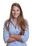 Attraktive junge Geschäftsfrau mit dem langen blonden Haar Stockfotos