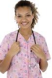 Attraktive junge schwarze Krankenschwester, die über Weiß lächelt stockfotos