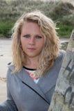 Attraktive junge und reizende blonde Frau oder jugendlich Außenseite Stockbilder