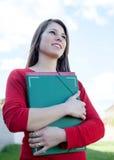 Attraktive kühle Studentin draußen Stockbilder