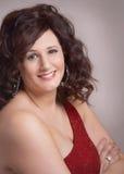 Attraktive lächelnde Frau Stockfoto