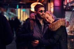 Attraktive Paare in der Liebe  lizenzfreie stockfotografie