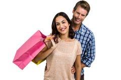 Attraktive Paare, die Einkaufstaschen halten Stockfoto