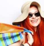 Attraktive redhair Einkaufsfrau Lizenzfreies Stockbild