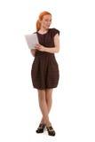 Attraktive Rothaarigefrauen-Schreibensanmerkungen Stockbild