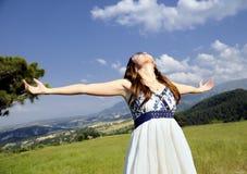 Attraktive schöne junge entspannende Frauen Stockfoto