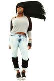 Attraktive schwarze Frau mit dem langen flüssigen Haar stockbild