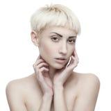 Attraktive sinnliche blonde Frau Lizenzfreie Stockbilder