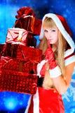 Attraktive Weihnachtsfrau lizenzfreie stockfotos