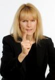 Attraktiver blonder behaarter Geschäftsfrau-Witzboldsucher im Ärger Lizenzfreies Stockbild