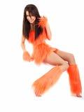 Attraktiver Brunette im orange Kostüm Lizenzfreie Stockfotografie