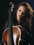 Attraktiver Cellospieler und ihr Instrument Lizenzfreie Stockbilder
