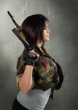 Attraktiver Frauen-Soldat Stockfotografie