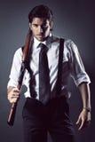 Attraktiver Gangster mit Schrotflinte Stockfotografie