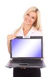 Attraktiver Geschäftsfrauholdinglaptop Stockbild