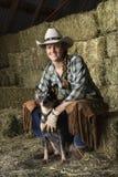 Attraktiver junge Frauen-tragender Cowboyhut Stockfotos