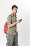 Attraktiver junger Mann, der auf Kopfhörer hört Stockbilder