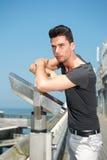 Attraktiver junger Mann im Urlaub Lizenzfreies Stockbild