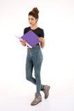 Attraktiver junger weiblicher Kursteilnehmer Lizenzfreies Stockbild