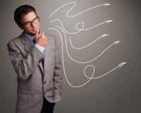 Attraktiver Mann, der mehrfache gelockte Pfeile betrachtet Stockbilder