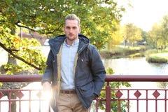 Attraktiver Mann mit Blendenfleck Lizenzfreies Stockfoto