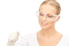 Attraktiver weiblicher Doktor mit Thermometer Stockbilder