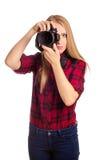 Attraktiver weiblicher Fotograf, der eine Berufskamera - i hält Stockfotos