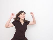 Attraktives Asiatin-Springen Lizenzfreie Stockfotos
