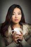 Attraktives asiatisches Mädchen 20 Jahre alte Schuss im Studio Lizenzfreie Stockbilder