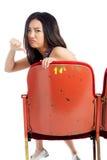 Attraktives asiatisches Mädchen 20s am Theaterisolat-Weißhintergrund Lizenzfreies Stockbild