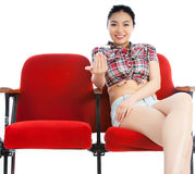 Attraktives asiatisches Mädchen 20s am Theaterisolat-Weißhintergrund Stockbilder