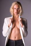 Attraktives blondes. Stockfoto