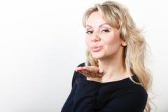 Attraktives blondes Frauenportrait Stockfoto