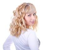 Attraktives blondes lächelndes Frauenportrait Stockbilder